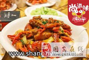 小龙虾盖饭营养丰富份量足值得品尝!