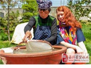 俄罗斯姑娘把海宁蚕丝被带回国引质疑