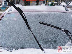 为什么发生车祸时 雨刷会一直快速摆动?