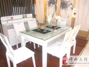 白色餐桌的搭配方法