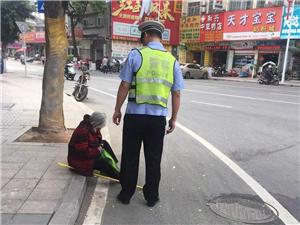 揭西交警执勤人员及时救护103岁人瑞