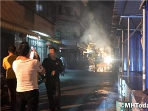 棉湖兴中市场一铁皮摊档疑似发生煤气爆炸起火事故