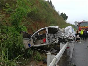 遂广高速蓬溪境内发生惨烈车祸致1人死亡