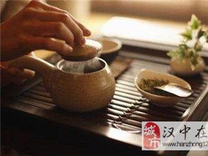 关于倒茶也有讲究:茶具要清洁 端茶要得法
