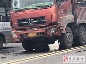 合江张湾一大货车撞上教练车...