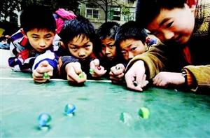 打四角 弹玻璃球:童年的记忆 你还记得多少?