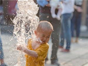 童趣——心情哥————-戏水