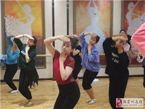 张家川县青少年校外活动中心苏小霞等老师们为自己热爱的舞蹈事业交上了一份
