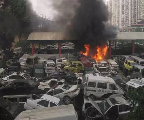 突发|巴中报废汽车回收中心发生火灾(视频)