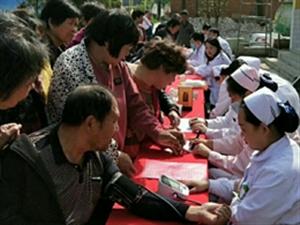 【公益爱心行】威尼斯人注册人民医院在辛店西徐庄义诊中......