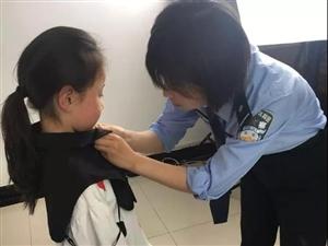 汉台一民警准备拍照深色小衣领获民众赞扬