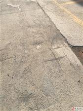 海岱益王府小区29号楼楼北边道路坑洼不平。到底归谁管?