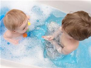 学习下怎么帮宝宝洗澡不再哭闹
