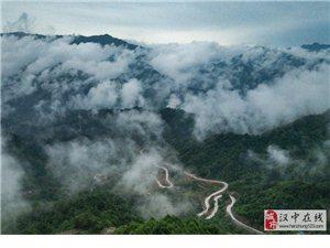 空中看佛坪山路 蜿蜒似巨龙
