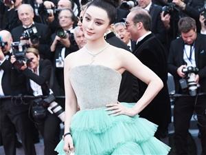 范冰冰现身戛纳红毯 水绿裙摆清新优雅