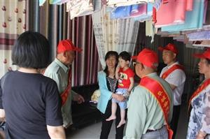 【母亲节】到来阜城县志愿者服务队走进孝德媳妇刘淑智