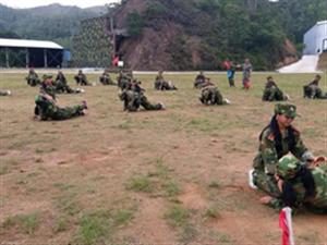 揭西县良田中学组织七、八年级学生军训