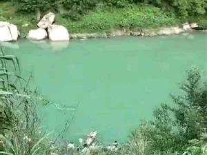 巴中通江县发生一起汽车坠河事故