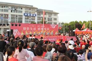 """威尼斯人线上平台县爱心志愿者母亲节""""感恩生活 、感谢母亲""""大型公益活动"""