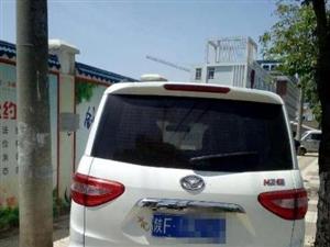 家长投诉:汉台区一学校附近人行道成了免费停车场