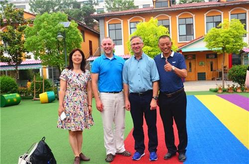 """威尼斯人小豆豆幼儿园来了一大帮""""外国人""""!快来看看!"""