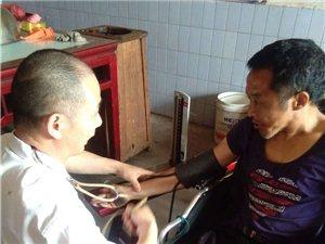 百姓公益�{口���4��村的8位��疾人家庭提供助��服��