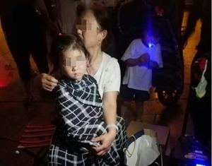 前晚,世纪广场有一名小孩掉水里了~