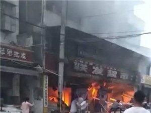 盐亭柏梓镇一超市大火 群众自发组织扑救!点赞!
