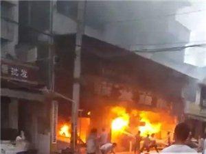 盐亭柏梓镇一超市大火