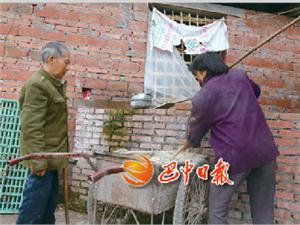 一根木棍撑起精彩的人生-记通江县新场镇巴州沟村余定泗