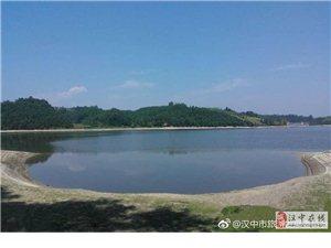初夏的洋县金沙湖