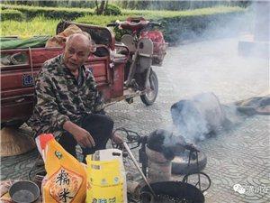 【走近】第20期:潢川这位66岁老人白天炸爆米花,晚上还要去医院...