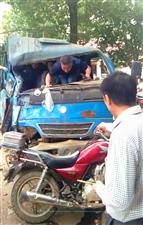 水源大桥发生一起交通事故,望驾驶员遵守交通规则,文明行车!