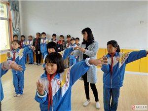 """""""新农村少儿舞蹈美育工程一一少数民族舞蹈课堂""""走进恭门古土小学"""