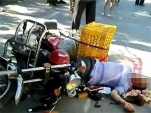 上午突发,新宁这里一卖豆腐的男子发生严重车祸,倒地不起,九死一生!