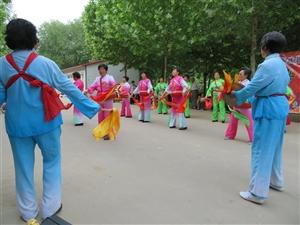 阜城县志愿者服务队带领文艺志愿者