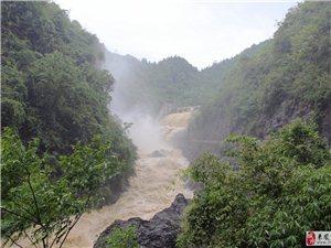汹涌澎湃的洪水滚滚东流