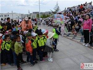 """近一千人在风情园欢渡""""六一""""儿童节,张家川贝尔克幼儿园的宝宝们耍欢了"""