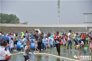 泼水大作战!玩嗨了!盐亭这家幼儿园的水世界亲子活动太赞啦