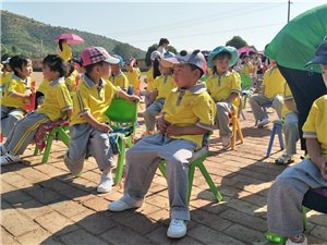 """""""跟孩子��一起�^六一�和��""""2018年��王�R幼��@"""