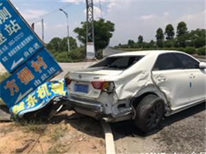今天早上棉湖方栅路口发生一起车祸,夏季行车大家一定要注意安全!