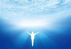 上帝不会让懦夫去展现他的工作~相信你自己:每颗心都在与钢绳一起振动