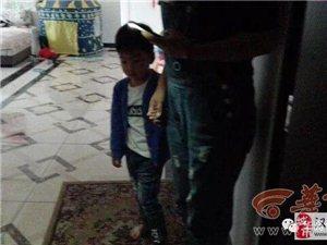 汉中一男童将自己反锁屋内急坏父母
