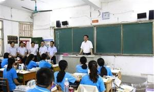 县领导看望慰问平果县备考师生,为高考加油鼓劲!
