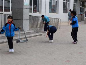 哈毕日嘎镇中心小学开展环境日主题活动