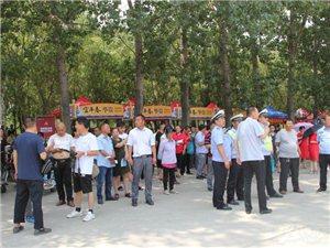 宝丰县考场外为梦想助力――为高考加油