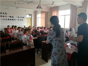 5月31日,中国移动广汉分公司留守儿童关爱活动在新丰镇中心小学校举办