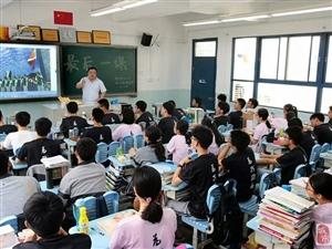 高考结束了,但永远难忘最后一课,老师哽咽,全班学生泪奔!
