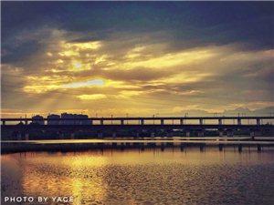 落日余晖洒在鸭子河畔,永恒的铁桥、永远的落日余晖,广汉太美了!