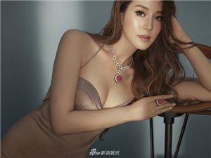 徐子淇身穿各式性感美衣,搭配高贵珠宝,大秀傲人上围,十分吸睛